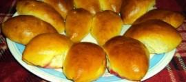 Пиріжки з яблуками та малиновим варенням