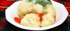 Тушкована цвітна капуста з овочами