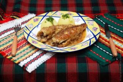 Риба тушкована з цибулею