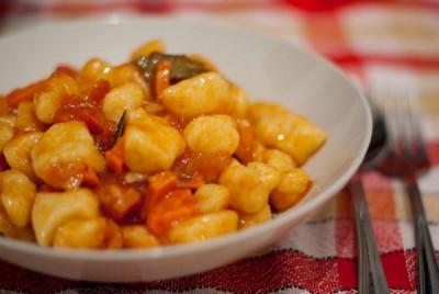 Галушки в томатному соусі