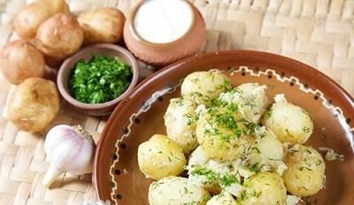 Молода картопля по-сільському
