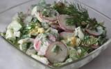 Весняний овочевий салат з яйцями і сметаною