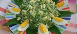 Салат з черемшею і яйцями