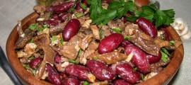 Салат з баклажанів і квасолі