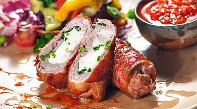 Фйоли (завиванці) з зеленню і бринзою в горіховому соусі